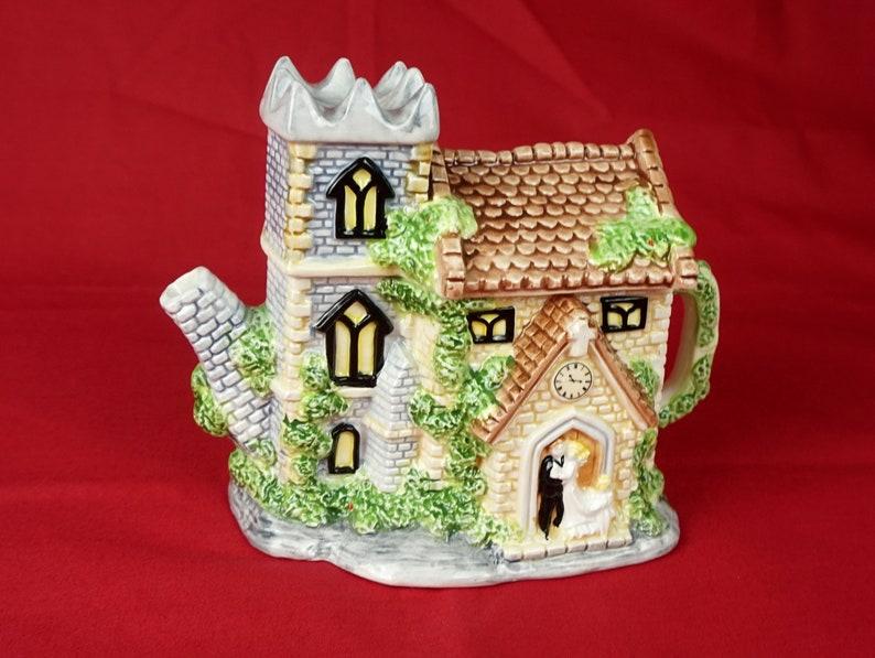 Leonardo Church Ornamental Teapot Vintage Novelty teapot