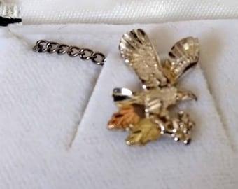 on Leaf cluster Black Hills Gold Eagle Tie Tack