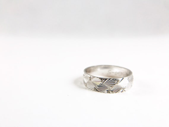 stacking ring keeper ring white gold top with yellow gold band Vintage 9ct two tone patterned wedding band