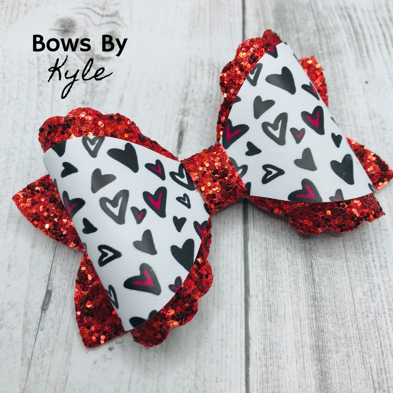 Handmade Hair Bow 4 inch wrapped Hair Bow Girls Valentine/'s Day Hair Bow Doodle Hearts Hair Bow Toddler /& Baby Hearts Hair Bow