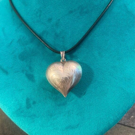 Vintage '40's Sterling Etched 'Puffy Heart' Pendan