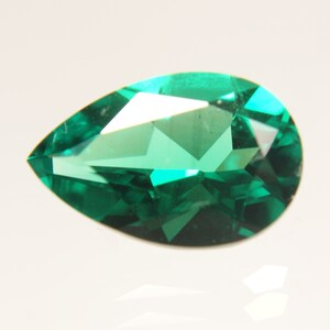Hydrothermal Emerald \u201cColumbian\u201d Type Oval Cabochon