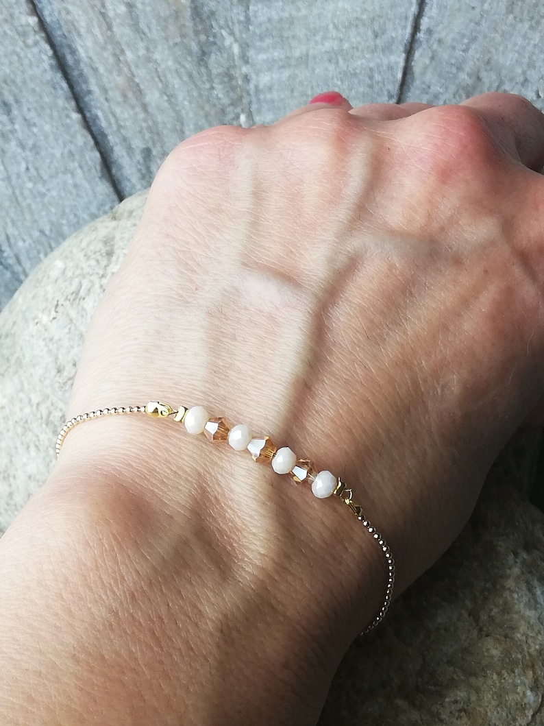 Minimal bracelet with pellet chain and glass bead insert