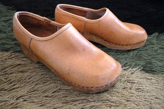Vintage 70s Leather Wooden Clogs | Women's Boho Hi