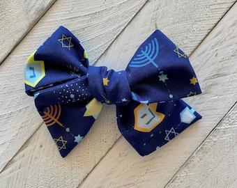 Hanukkah hair bow, Hanukkah gift, Jewish bow, Judaica girl, Hanukkah headband, menorah, Hanukkah kids gift, Chanukah, dreidel, clip