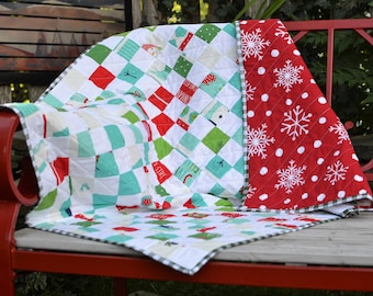 Handmade in Newfoundland! Snowmen and Mittens Patchwork Crib Quilt Throw Quilt