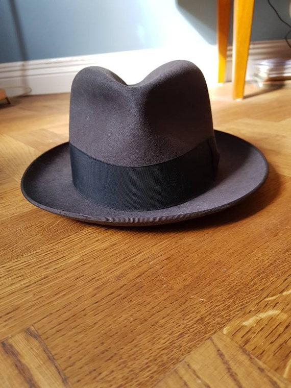 Beautiful 1940s-50s hat. Mint condition, size 55!