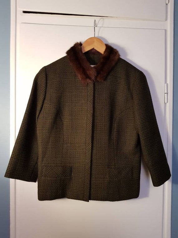 Gorgeous green/brown wool jacket with a fur collar