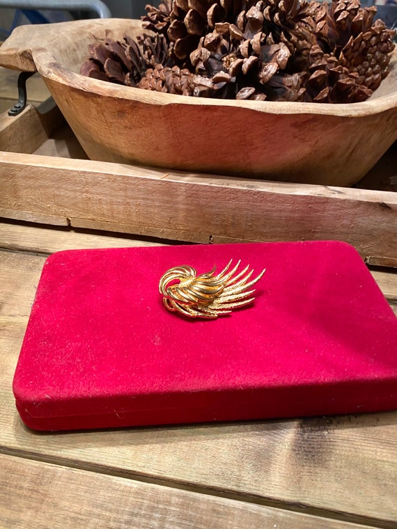 Vintage gold tone brooch , vintage, vintage jewell