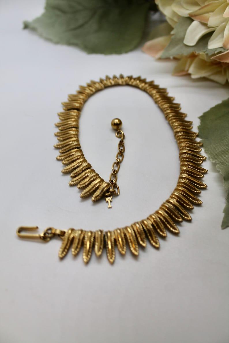Trifari vintage gold tone drop leaf chocker necklace