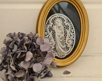 Available in 3 colours choices Bobbin Lace Heart in 4 inch frame