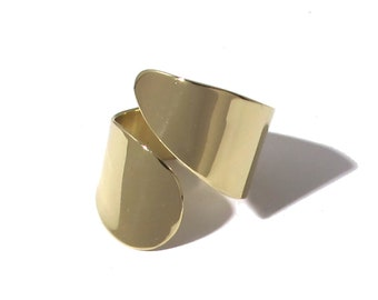 Aria adjustable ring