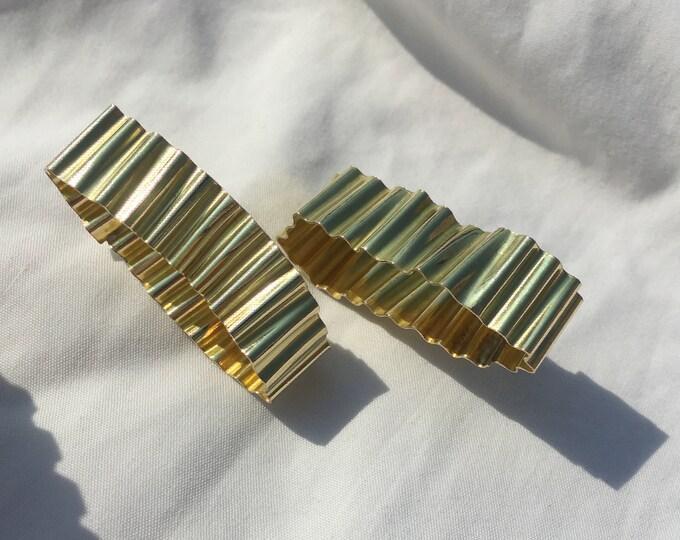 Gold ripple oblong stud earrings