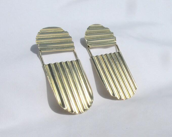 Ripple arch drop stud earrings