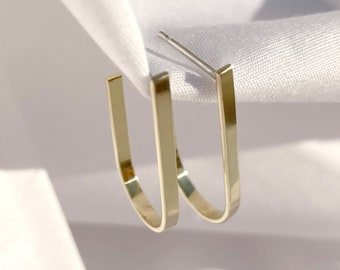 Recycled gold curved drop earring