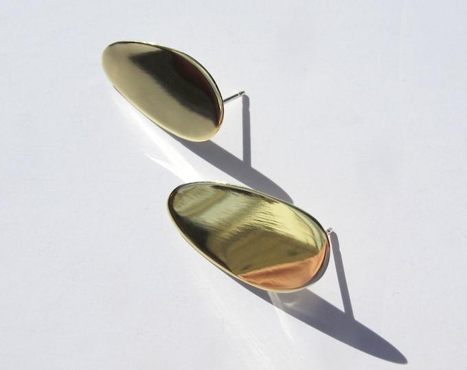 Aria oval golden studs