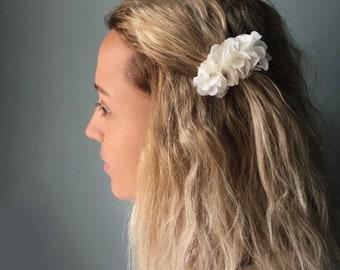 White Flower Barrette, Boho Bridal Headpiece, Preserved Hydrangea, Bohemian Wedding Accessories, Stabilised Flower Headband, Bride Headpiece