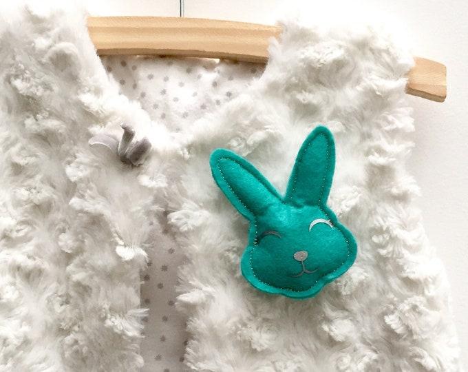 Child brooch Rabbit, emerald green