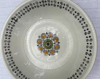 Broadhurst, Renaissance, serving bowl, designed by Kathie Winkle.