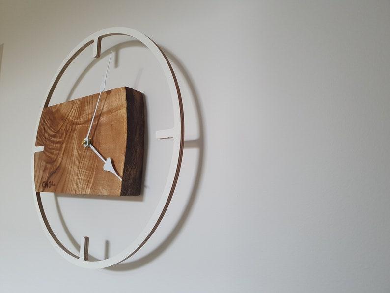 Horloge murale en bois de chêne / Cadeau personnalisé / Présent corporatif /