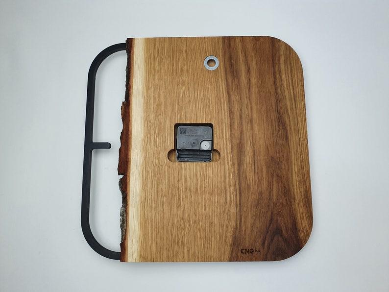 Horloge unique de mur en bois