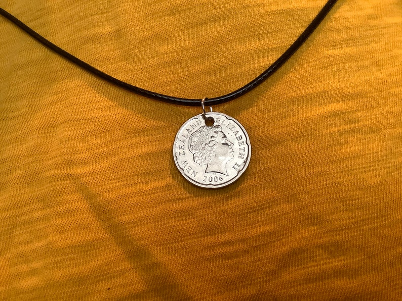 World Coin Necklace 2006 New Zealand 20 Cent CN009