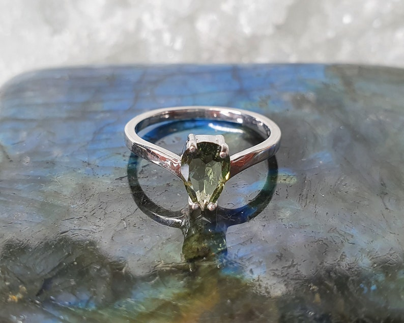 Moldavite Nectar of Life Green Drop ring with 4x7mm faceted Moldavite