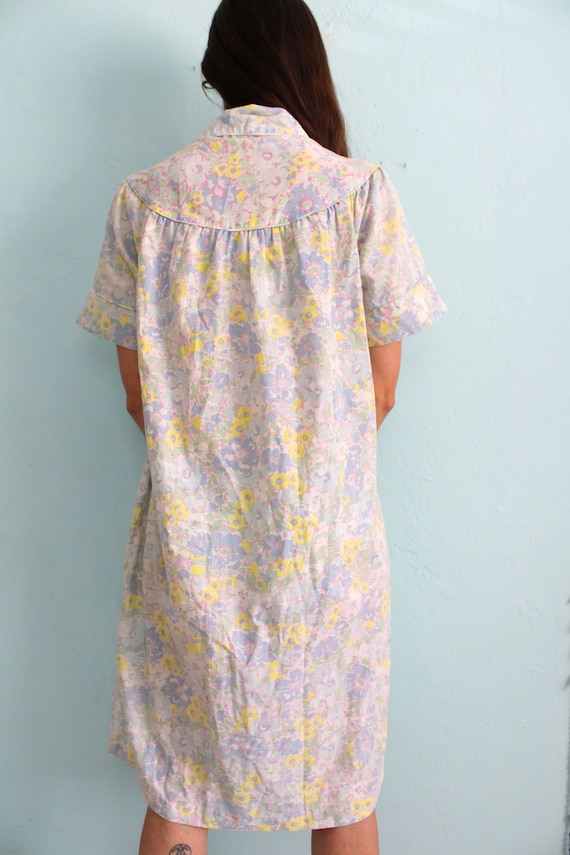 Vintage 1960s Floral House Dress with Peter Pan C… - image 3