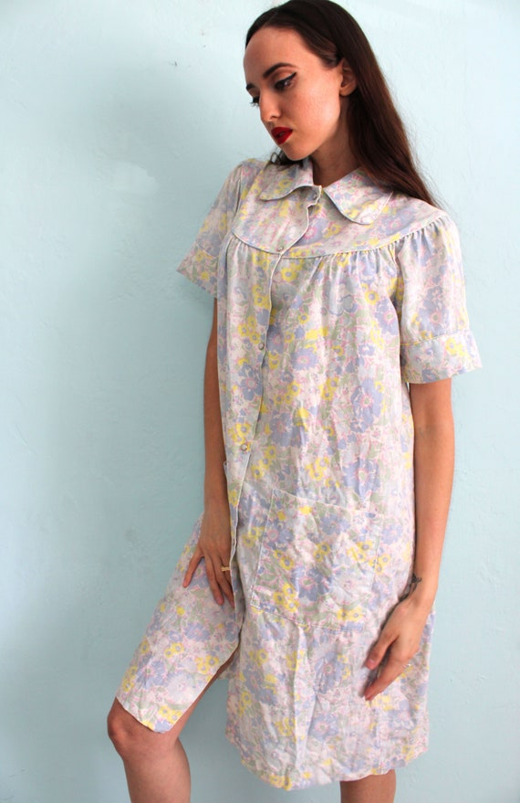 Vintage 1960s Floral House Dress with Peter Pan C… - image 1
