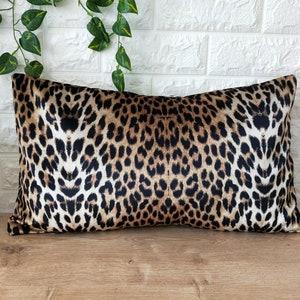 Lumbar Cheetah Velvet Pillow Cover