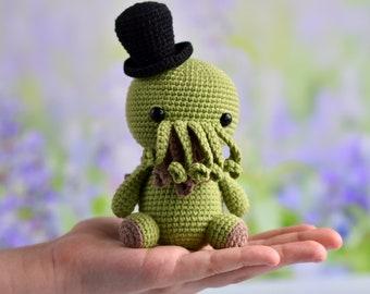 Cthulhu crochet toy / Top hat Cthulhu / Cthulhu art / Cthulhu Stuffed Toy /  Lovecraft  cthulhu plush