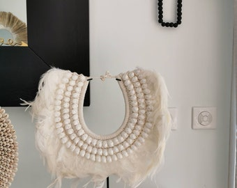 Papou necklace in natural feathers and shell Model Oya ON SOCLE