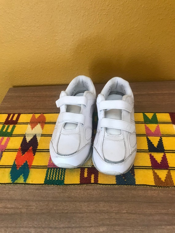 80s vintage white Velcro sneakers tennis shoes 7
