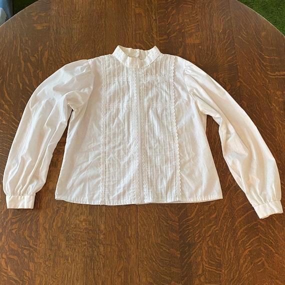 Vintage Highneck White Heritage Blouse with back b