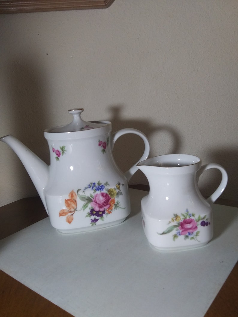 Thun of Czechoslavakia Vintage Collector/'s Porcelain Ceramic Flowers and Roses Romantic Cottage Style Teapot and Creamer Shabby Chic Style
