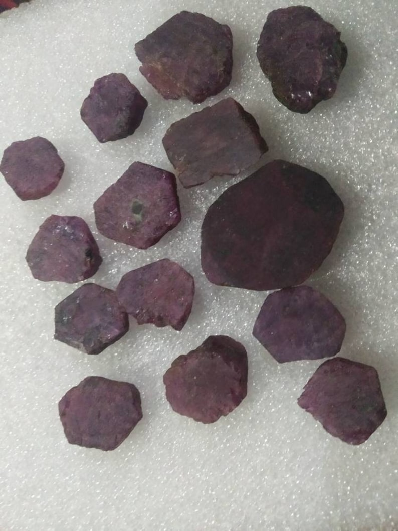 Natural ruby raw slices precious stones rough slices fine colour quality loose gems for jewelry wire wrapping healing power gemstone AAA.