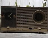 Vintage 1951 Retro Zenith Alarm Clock Radio Model L 727 In Almond Color - WORKS