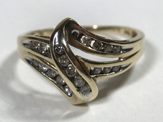 10K Gold .25ct Diamond Channel Bypass Ring Size 8