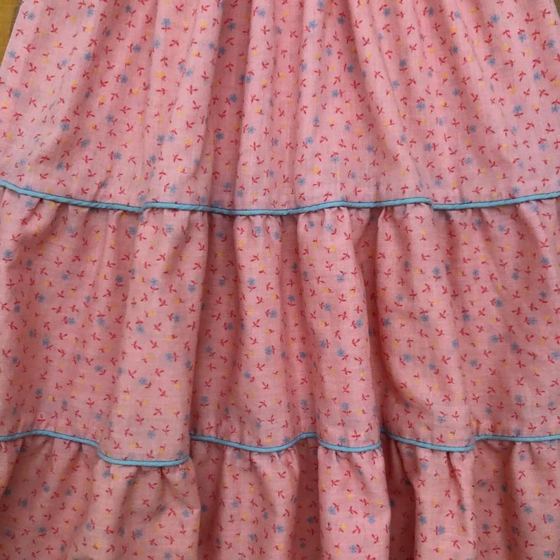 Vintage Girl/'s Vintage Pink Ditsy Floral Print Prairie Style Tiered Midi  Dress with Smocking