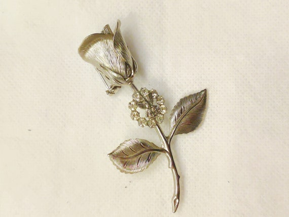 Mid Century Brooch Silver Rosebud With Stem And Leaves In Great Condition.