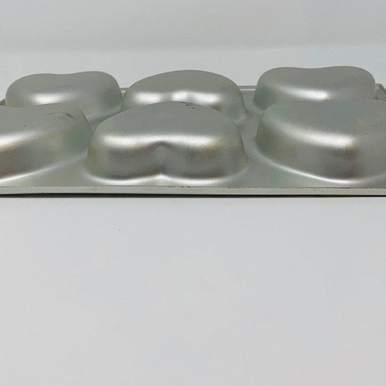 Wilton 6-Cavity Mini Heart Pan Cupcakes Brownies Crispie Treats