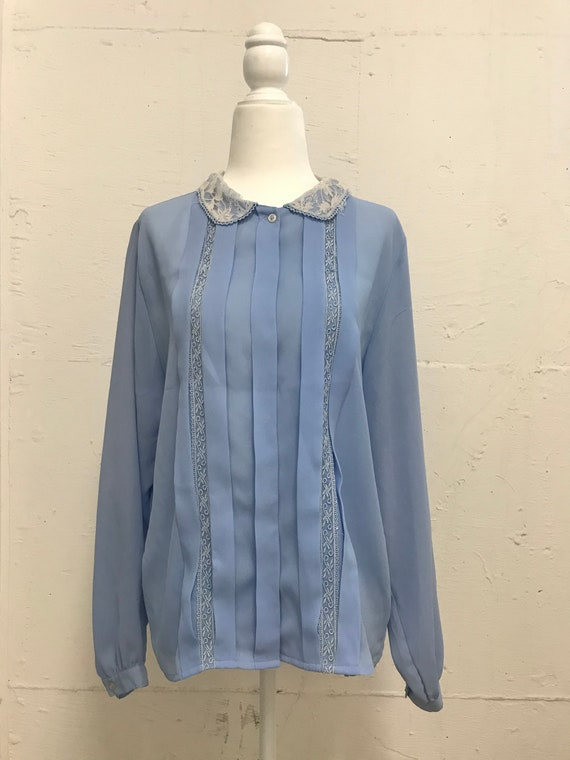 1960s Blue and White Mod Floral Print Short Sleeve Ladies Blouse Peter Pan Collar