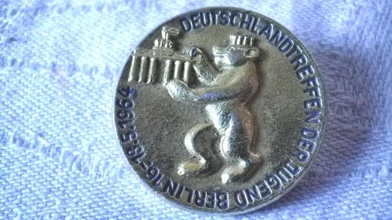 Badge badge Germany Meeting of Youth Berlin 1964