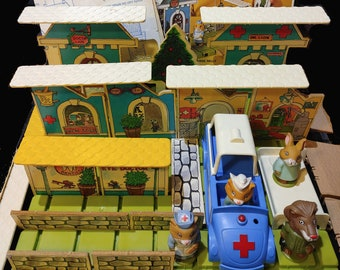 1976 Richard Scarry's Puzzletown - Dr. Lion's Medical Center (915 Set A) with Box & Instructions, and Mayor Fox Town Center (918 Set D)