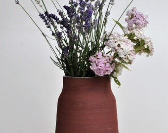 Vase with sand structure