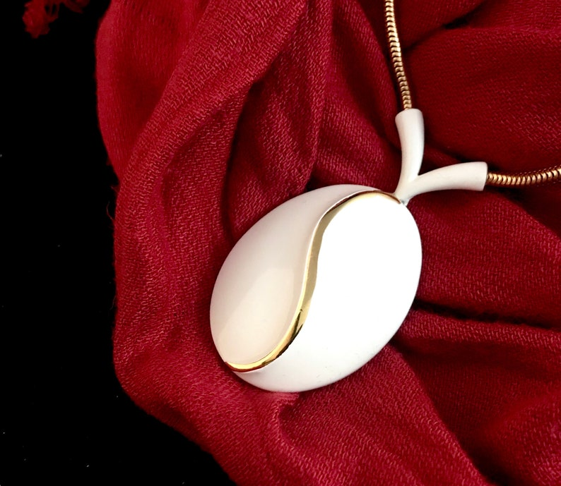Vintage Long Snake Chain White Enamel Pendant Necklace
