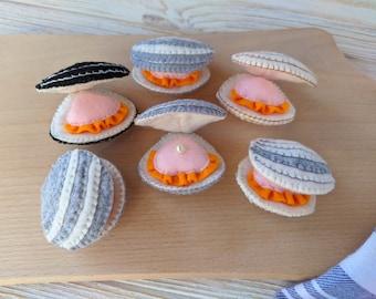 Felt toys clams