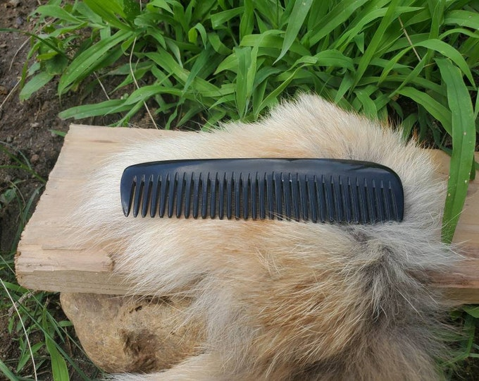 Featured listing image: Cow Horn Comb