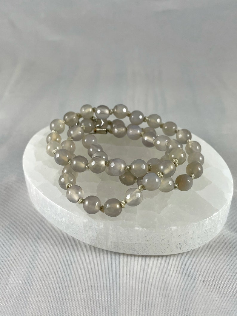 Find Balance Self-Acceptance Confidence Grow Spiritually Natural Gemstone Healing Oyster Grey Agate Knotted Crystal Bead Necklace