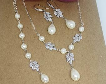 Wedding necklace set, pearl bridal jewelry set, silver pearl backdrop necklace, wedding jewelry set, pearl crystal bridal necklace set